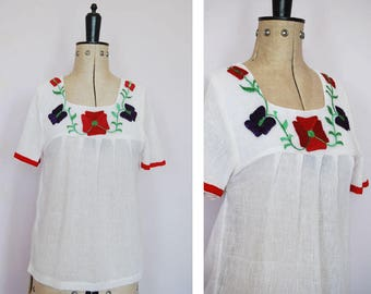 Vintage 1970s Indian embroidered peasant blouse - Peasant blouse - Embroidered blouse - Peasant top - Folk blouse - Gypsy blouse - Boho