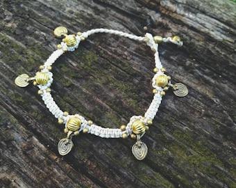 White boho chic macrame anklet bracelet. Hippie macrame jewerly handmade by Bella Marietta