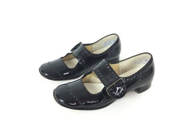Mary Jane shoes, patent leather shoes, 1920s shoes, 1960s black Mary Jane, flat Mary Jane, vintage Mary Jane, vintage shoes, size 7 shoes