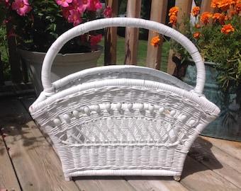 Vintage Wicker Magazîne / Newspaper Holder White Wicker Basket