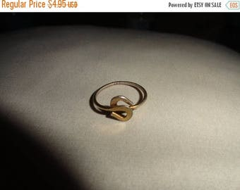50% OFF Size 5 Vintage ring metal gold toned