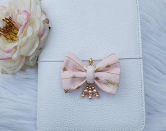 Dainty Bow Blush with Gold Arrows