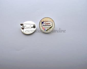 """Brooch """"special teacher"""", it measures 20mm in diameter and is covered with a glass cabochon"""