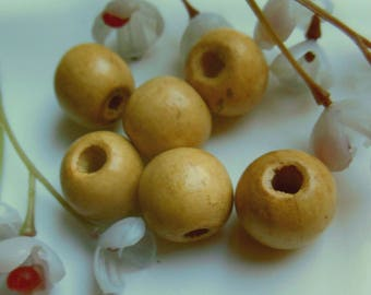set of 6 round natural wooden beads