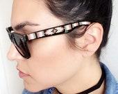 perles de 13 paires de lunettes.