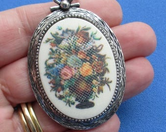 Vintage Sarah Coventry Flower Bouquet Necklace