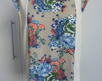 Blouse Top Women's long loose style, viscose/poly Size 10 Brand - Vangelica Cream with floral blue and apricot roses.