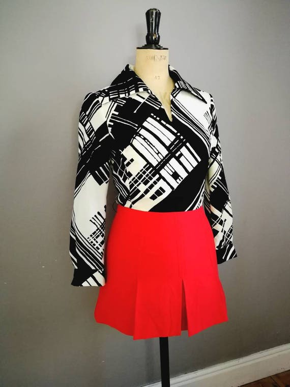 70s mod mini dress / vintage black white red dress / monocrome 70s dress / 70s mini / 70s long sleeve short dress / retro mini dress