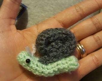 Crochet snail brooch pin