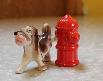 Vintage Dog and Fire Hydrant Salt and Pepper Shaker Set // Hound Dog Salt and Pepper // Dog Peeing on Fire Hydrant // 1950s Salt and Pepper