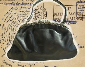 Vintage Leather Handbag***60'S***In good condition