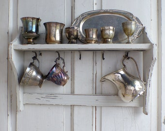 French vintage painted wood wall shelf with hooks. French brocante kitchen wall shelf. Cup storage. Jeanne d'Arc style. Rustic french Nordic