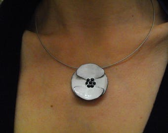"""Small white poppy"" necklace, enamel, creating Leszemaux jewelry"