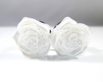 White Pearl Rose Flower Plugs - Available in 00g, 7/16 in, 1/2 in, and 9/16 in.