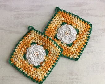 2 Old Fashioned Crocheted Potholders With Flower in Center