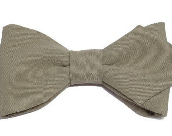 Beige bow backed with sharp edges