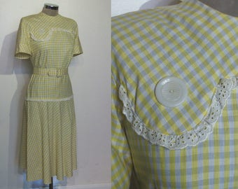 Delightful late 1940s gingham cotton blend day dress w/bias skirt, belt bust 36""