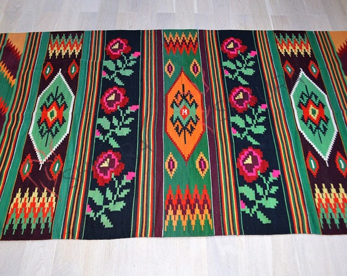Bessarabian Kilim. Vintage Moldovan Kilim, Handmade. Rose kilim. Handwoven wool rug carpet Bessarabian Romania Kilim