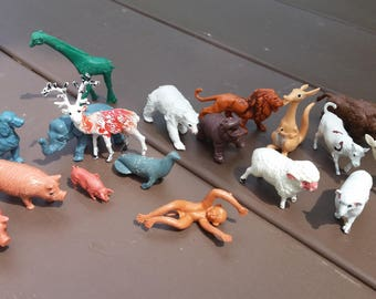 18 Plastic Celluloid Farm & Zoo Animals Pretend Play