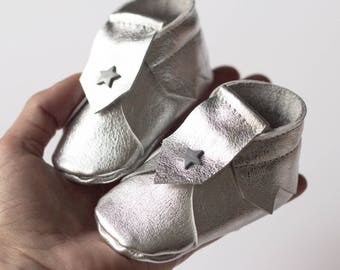 Silver leather baby slippers, Size 2 (1 to 3 months), baby shoes, leather slippers, silver baby slippers, leather baby shoes