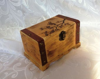 "Keepsakes Woodburned Box, 6"" x 4"" x 4"" (16 cm x 10 cm x 10 cm)"
