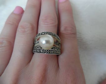Sterling Silver Wide Faux Pearl Ring Size 8 1/2""