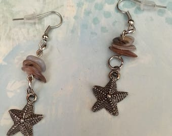 Item 479    Natural Mother Of Pearl Shell Disc Beads With Starfish Charms