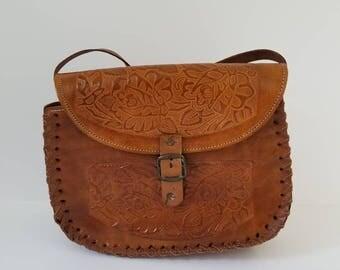 Vintage 1970s Tooled Leather Crossbody Purse / Handmade Tooled Purse / Flower Engraved Tooled Purse
