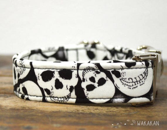 Bak to Skull dog collar. Adjustable and handmade with 100% cotton fabric. Glow in the dark. Wakakan
