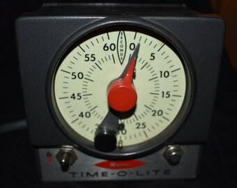 Vintage Master Time-o-Lite Darkroom Timer M-72 60 second timer