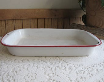 White Enamel Pan with Red Trim 13 x 9 Tray Vintage Farmhouse and Rustic Home and Gardens Camping Gear