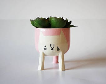 Small Three-legged Cat Planter in Baby Pink