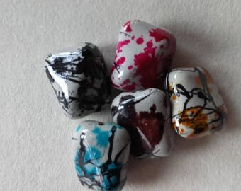 Set of 5 multicolored resin beads
