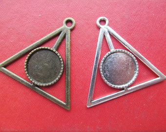 Triangle Pendant Tray, Bezel Setting, 16mm  Cabochon Tray - Antique Bronze,Antique Silver