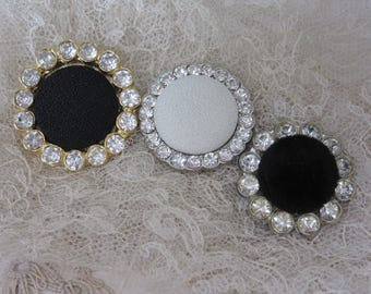 Trio of fabric and rhinestone vintage buttons - black white - boutons avec tissu et strass
