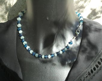 Choker necklace shades of blue.