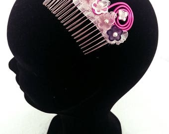 """""""Chalice button"""" hair comb"""