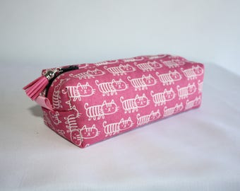Rectangle clutch made of cotton/linen fabric patterns drawn little cats on pink background