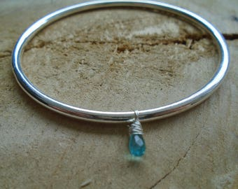Apatite and 925 sterling silver Bangle / minimalist Bracelet / nature jewelry