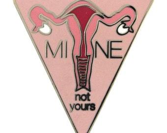 Le mien pas le vôtre «Utérus» (broche émail)