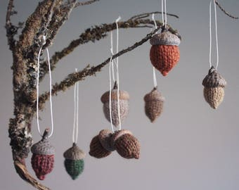 hand knit acorn ornaments // set of 7