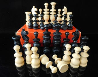 Table Game, collectible Games, chess Figures, vintage chess Game, complete / Made in Germany 1950s
