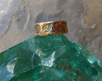 Victorian 'Cigar Band' engraved wedding ring 10K rosy gold
