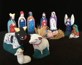 11 piece Nativity scene vintage handcrafted hand painted terra cotta nativity set Christmas decorations figurines baby Jesus crib Mexico