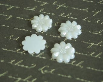 5 appliques flowers white Pearlescent acrylic 13mm