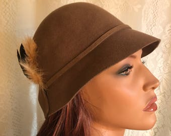 Cloche Hat in taupe