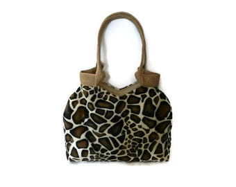 Fashion giraffe print tote bag, fake fur handbag, trendy shoulder bag, animal print bag, trendy tote bag, trendy cool handbag.