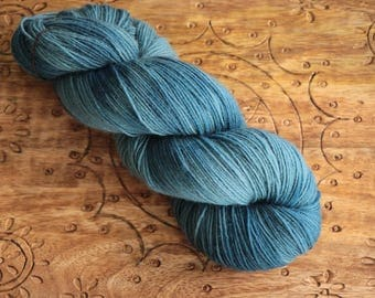 naturally dyed classic sock - indigo - merino nylon (75/25) - handdyed in switzerland