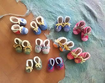 Baby shoes made in dyeing wool. Saul is made in leather.