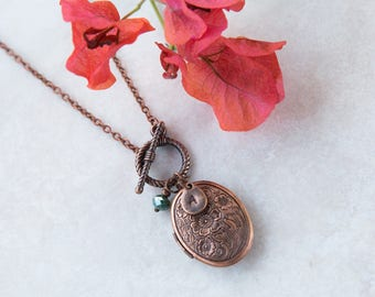 Copper Locket Necklace, Initial Necklace, Personalized Jewelry, Initials Necklace, Oval Photo Locket Necklace for mom, Antique Locket